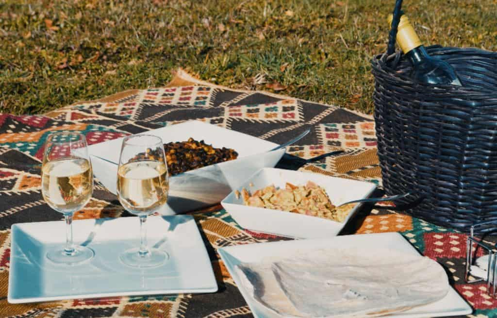 have a picnic on valentine's day